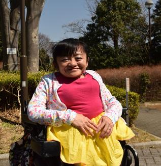 身長100cmで「2児の母」にコラムニスト・伊是名夏子さんに取材 ポジティブなのは仕方がないから