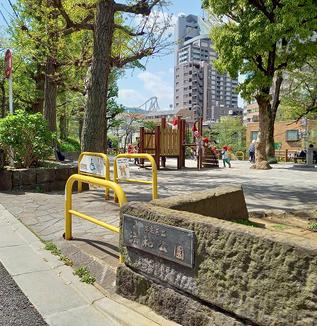 3度の花見が楽しめる清和公園。一葉も訪れた右京山、大正時代の住宅地の名残も