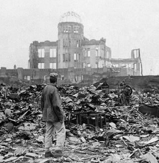 【広島原爆の日】 73年の今日 1945年8月6日午前8時15分  広島へ原子爆弾が投下された世界で初めて使われ広島市の人口35万人の半数近くである16万人近くもの尊い命が一瞬で奪われた。  爆心地付近の地表温度は 3000℃をはるかに超えた