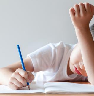 コロナ禍における子どもへの心理的影響とは?―孤独感、自傷・暴力行為。小学生のストレス反応・症状が顕著。