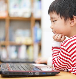 学校のオンライン学習の種類やメリット・デメリットとは?-ライブ配信型と動画配信型の学習スタイルを考える