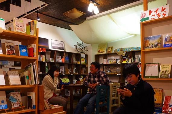 ツルハシの日常を届ける「ツルハシブックスDIARY」では、新しく始まった『つきいちツルハシ会議』をレポート‼そのほか、今月の一冊、ツルハシブックス十人十解釈とコンテンツ盛り沢山の11月号