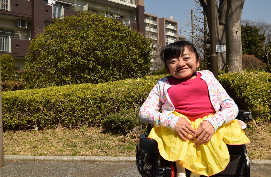身長100cmで「2児の母」 コラムニスト・伊是名夏子さんに聞く
