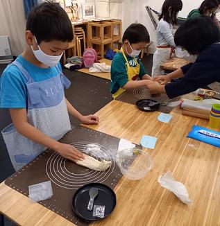 パンを焼いて自ら学び家族も喜ぶ/習い事としてのこどもパン教室うつせみキッチン